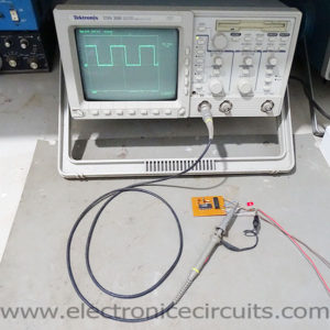Precision 1Hz clock generator circuit cd4060 cd4013 32.768 khz crystal